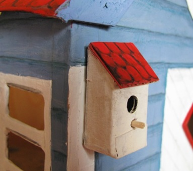 birdhouse closeup